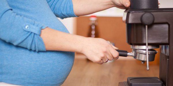 ارتباط دریافت کافئین در دوران بارداری با وزن کودکان