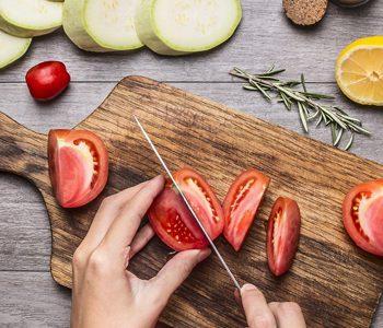 با مصرف میوه و سبزی از ابتلا به سرطان سینه پیشگیری کنید.
