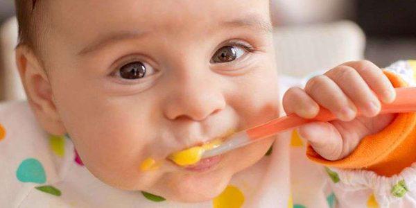 چه عواملی با بروز آلرژی غذایی در کودکان مرتبط هستند؟
