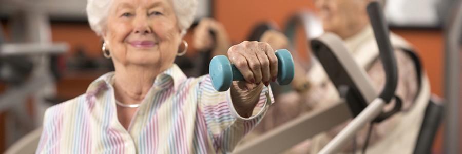 ورزش قدرتی از کاهش قد در زنان یائسه پیشگیری میکند.